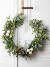 Scandinavian Christmas Wreath: Interior DIY
