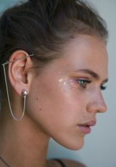 Bijoux – Tendance 2017/2018 : Skull ear bar cuff worn by stardust Elina. A modern and beautiful silver skull e…