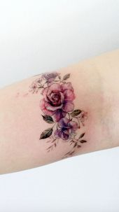 Simple Tattoo Designs To Carry Your Favorite Flower On Your Skin. Are you looking for a classy and beautiful tattoo with a deep meaning? You should definitely consider getting one of these simple flower tattoos. Elegant and simple flower tattoos. – Paulina – PicBilder