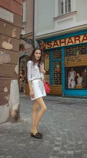 70b758bbcc29 Fashion Blogger Veronika Lipar of Brunette from Wall Street sharing what to  wear when it s hot  fashion  blogpost  everydayoutfit  fashionable…