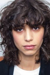 If your hair is on the finer side of things, here are some easy curly hairstyles... - #Curly #Easy #finer #Hair #Hairstyles