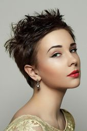 Short hairstyle with short bangs – cheeky, smart and funky short hairstyles