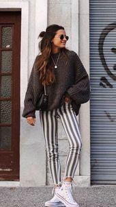 | Maxi tricot + Calça skinning listrada + All Star |