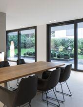 Optical effect 2 sliding windows with narrow wall …