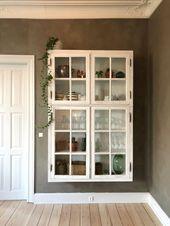 DIY – væghængt vitrineskab med gammelt vindue – …