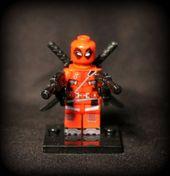 Special Edition Custom Red Deadpool Minifigur mit Gewehren. Lego-kompatibel. Haupt…   – lego