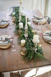 Eine wunderschöne Bauernhaus-Weihnachtslandschaft mit rustikalen Elementen, gemischten Metallen