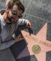 Dani Rovira Sigue La Estrella De Antonio Banderas En Hollywood Hollywood Actores Dani