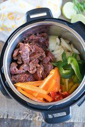 Instant Pot Fajitas sind großartig und brauchen nur wenige Minuten, um zarte Perfektion zu kochen …