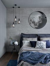 Ein schickes Bettwäsche-Set in Grau und Marine sowie ein blauer Teppich beleben… – Bedroom
