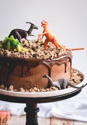 Chocolate Chips Ahoy Dinosaur Cake // butterlust.com Katie // Butterlust   – dino party