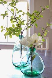 Wohnkultur in der Hobby Lobby: blaugrüne Glasflaschen (auch nach Sukkulenten in Weiß suchen … – Design