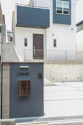 注文住宅の外観 高台に映えるシンプルモダンは日当たり風通し良好 住宅のエクステリアデザイン 住宅 シンプルモダン