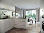 Offene Küche mit Theke und Kochinsel – Einrichtun…