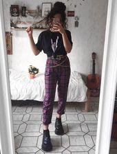 Pantalon en flanelle, tee-shirt / graphique noir, ceinture en chaîne, bottes no…