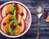 Recette de Smoothie bowl façon porridge au soja, kiwi, banane, clémentine, pomme et grenade