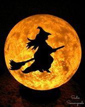 Halloween-Mond- und Hexendekorationen mit einer Weinlese-Leuchte