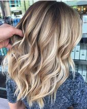Ein bisschen Beige, ein bisschen Gold. Farbe von @antestradahair #hair #hairenvy …   – Balayage Haare