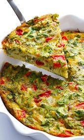 Gebackene Frittata mit gerösteten Paprika, Rucola und Pesto
