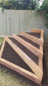 Lit surélevé triangulaire :-) # triangulaire #hochbeet # décoration de jardin