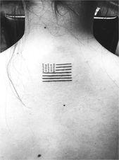 einfaches amerikanisches Flaggentattoo schwarz und weiß Mehr #TattooInspiration Zum Anzeigen klicken …