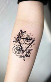 Symbolische Tätowierungsentwürfe mit Dreiecken und Blumen Tätowierung mit mir…