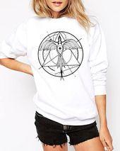 Phoenix aufsteigend | Unisex Crewneck Sweatshirt | Geometrische Zeichnung | Phönixvogel | Grafisches Shirt | Tinte Tätowierungsart | Alchemie | ZuskaArt – Women Sweatshirts