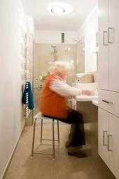 Seniorengerechtes Bad In Naturtonen Badezimmer Renovieren Barrierefrei Bad Und Bad