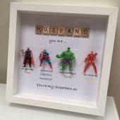 Rächer Superhelden Zahlen Rahmen Geschenk. Ideal für den Vater, Bruder, Sohn, Neffen, Freund, Ehemann. Vatertagsgeschenk zum Geburtstag oder zu Weihnachten   – basteln