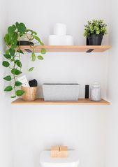 Kleine einfarbige Gästetoilette mit Pflanzen (für …