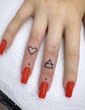 45 Idées significatives de tatouage au doigt: chaque femme désireuse de peindre!    – Tattoo Art
