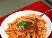 Nudeln mit gerösteten roten Paprikaschoten sahen noch nie so gut aus   – Gastronomics