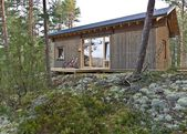 Beautiful lakeside cabin puts a fresh spin on the traditional Finnish log cabin…