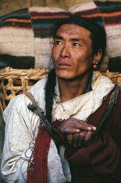 Jatmika. Waldarbeiter und ein Freund von Citra. Ein freundlicher Zauberer mit dunkler Vergangenheit.