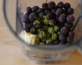 Matcha Blueberry Smoothies – Saubere Rezepte essen 1C Mandelmilch 1 Banane 1C …