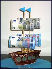 Great A ship made of earthenware, skewers, some banknotes and some mintings.