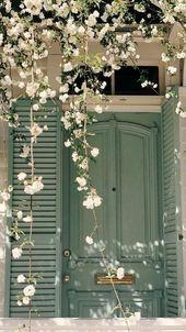 Porte et fleurs   – Inspirations décoration extérieure