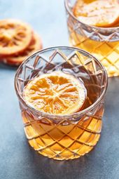 Süß und geschmeidig ist dieses altmodische Cocktailrezept von Honig …   – Cocktail Recipes
