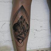 15+ Fantastische geometrische Mountain Tattoo Ideen