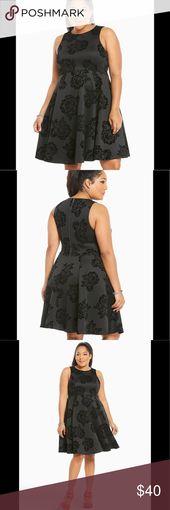TORRID Velvet Floral Scuba Skater Dress Tolles kleines schwarzes Kleid !!! Details per …