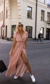 Polka Dot Streetstyle Fashion / Fashion Week #fashionweek #fashion #womensfashi …