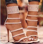 Peep Toe Heels mit Perlenstickerei – #Heels #mit #Peep #Perlenstickerei #schuhe
