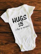 Umarmungen für Verkauf Onesies®. Hochschule ist teuer. Neugeborene. Lustig. Outfit. Body  – Bebe Idee