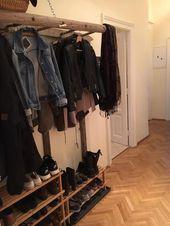 DIY-Garderobe aus altem Leiter. #Flur #Einrichtung…