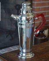 Cocktails jemand? Wir haben diesen großartigen Art-Deco-Cocktail-Shaker mit einem roten … – Artdeco