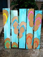 Diese Palettenholzdekorationskunst scheint im himmelblauen Schatten fantastisch.