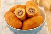 Bola de masa de yuca con carne molida   – Comida