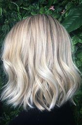 Ash blonde balayage, natürliche Blondinen Babylights und Highlights auf einem …