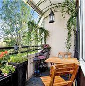 Der Torbogen auf diesem Balkon ist eine brillante Idee. Es bietet zusätzliche Privatsphäre und m