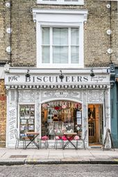 Biscuiteers ist ein Café und Laden im Londoner Stadtteil Nottin, in dem Kekse und Kekse verkauft werden